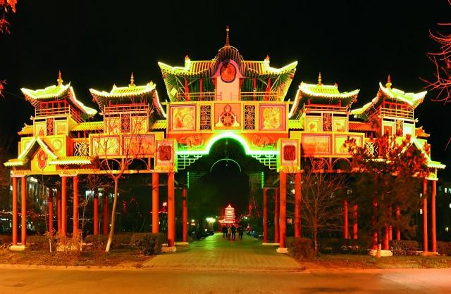 Altn Boschsering disebut Golden Gate atau Gerbang Emas, di Elista.